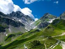 Traccia di montagna nelle alpi della Svizzera Fotografia Stock