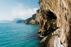 Traccia a Grotta del Bue Marino fotografie stock libere da diritti