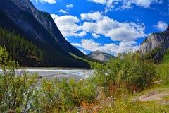 Traccia Jasper National Park Canada dell'insenatura di bellezza Fotografia Stock Libera da Diritti