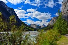 Traccia Jasper National Park Canada dell'insenatura di bellezza Immagini Stock Libere da Diritti