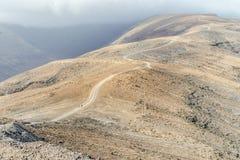 Traccia a Pico de la Zarza - il pi? alto picco dell'isola di Fuerteventura, Spagna fotografie stock