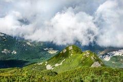 Traccia rocciosa alta nelle montagne Kasprowy Wierch, montagne di Tatra, Polonia Immagine Stock