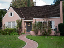 Traccia rosa del mattone e della casa Immagini Stock Libere da Diritti