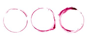 Traccia rotonda sulla tavola da un bicchiere di vino immagini stock