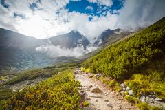 Traccia turistica in alte montagne di Tatra, Slovacchia Fotografia Stock Libera da Diritti