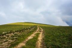 Traccia turistica dell'alta montagna di bobina Fotografie Stock