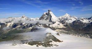 Traccia turistica vicino al Cervino nelle alpi svizzere Fotografie Stock Libere da Diritti
