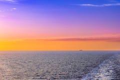 Trace de bateau de quille sur l'eau Image stock