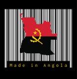 Trace el esquema y la bandera de Angola, rojo y negro con el emblema del machete y del engranaje en el código de barras blanco libre illustration