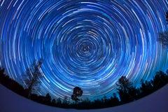 Traces des étoiles dans le ciel Images libres de droits