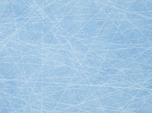 Traces des patins sur la glace images stock
