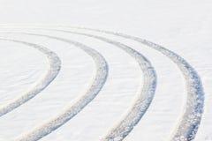 Traces sur une neige Photographie stock