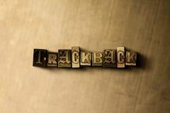 TRACKBACK - Nahaufnahme des grungy Weinlese gesetzten Wortes auf Metallhintergrund Lizenzfreies Stockbild