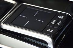Trackpad schwärzen clos-up, Berührungsfläche für die Kontrolle des Mittelsystems im Auto stockbilder