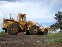 Tracteur à chenilles jaune photo stock