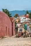 Tracteur allant la route au Trinidad, ciba Photo stock