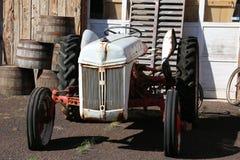 Tracteur antique images libres de droits