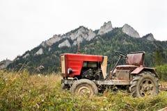 Tracteur au pied des trois couronnes, Pologne Photographie stock libre de droits