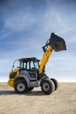 Tracteur avec le seau augmenté Image stock