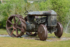 Tracteur d'autrefois du domaine de Milmanda Photographie stock libre de droits
