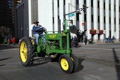 Tracteur dans le défilé courant occidental national d'exposition Photographie stock libre de droits