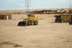 Tracteur dans le désert Image stock
