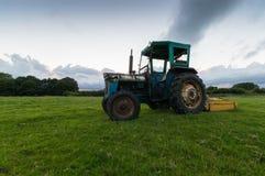 Tracteur dans un domaine Images libres de droits