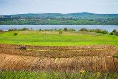 Tracteur dans un domaine ukrainien Photographie stock libre de droits