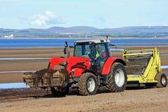 Tracteur de décapant de plage Images libres de droits