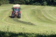 Tracteur de récolte de foin Photos stock