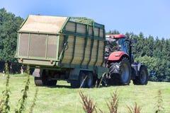 Tracteur de récolte de foin Photo libre de droits