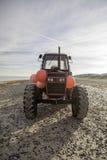 Tracteur diesel rouge de plage Image stock