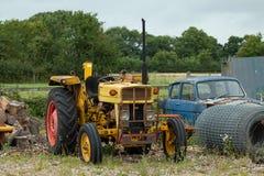Tracteur jaune Photographie stock libre de droits
