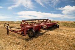 Tracteur moissonnant la remorque photographie stock