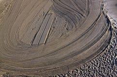 Tracteur nettoyé de sable sur la plage Photographie stock libre de droits