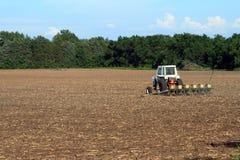 Tracteur plantant The Field Image libre de droits