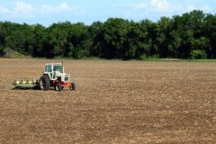Tracteur plantant le soja Bean Field Photo libre de droits