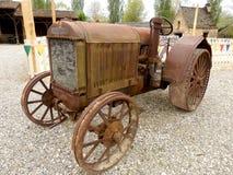 Tracteur rouillé de vintage Images libres de droits
