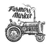 Tractor agrícola del vintage, bosquejo Los granjeros comercializan, poniendo letras Ilustración drenada mano del vector Imágenes de archivo libres de regalías