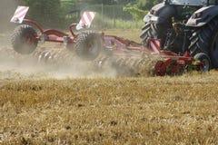 Tractor con la paleta Imagen de archivo libre de regalías