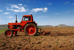 Tractor cultivating 3 Royalty Free Stock Photography