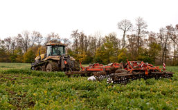 Tractor cultivating Royalty Free Stock Images