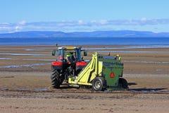 Tractor del limpiador de la playa Imagen de archivo libre de regalías