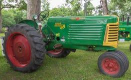 Tractor de Oliver Row Crop 88 del vintage Fotos de archivo