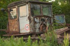 Tractor de oruga oxidado viejo foto de archivo libre de regalías