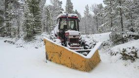 Tractor in de sneeuw Stock Foto's