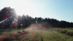 Tractor en campo metrajes
