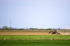 Tractor en el campo foto de archivo libre de regalías