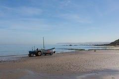 Tractor en la playa 2 Fotos de archivo libres de regalías