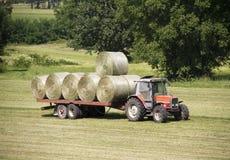 Tractor met hooibalen Royalty-vrije Stock Afbeelding